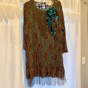 Brown / turquoise lace tunic with flower pin!